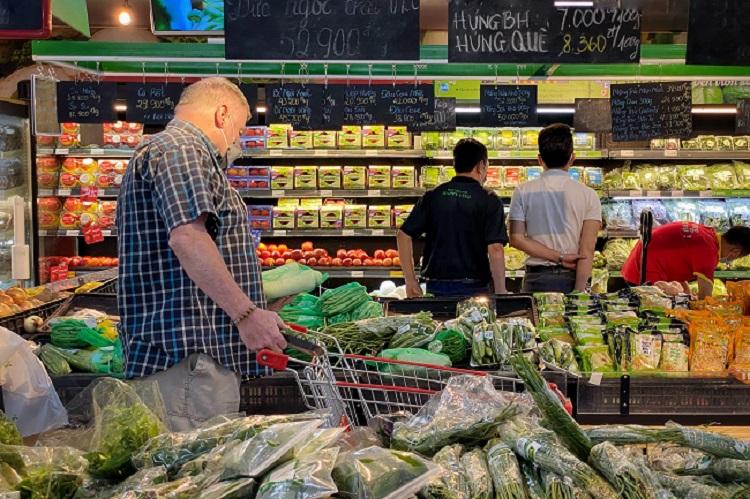 Hà Nội: Thực phẩm đầy ắp kệ hàng, siêu thị cam kết bình ổn giá phục vụ nhân dân chống dịch - 4