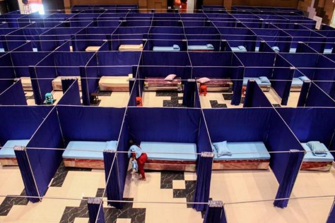 Indonesia thành tâm dịch thế giới: 'Virus nhân lên, đội ngũ y tế giảm xuống' - 2