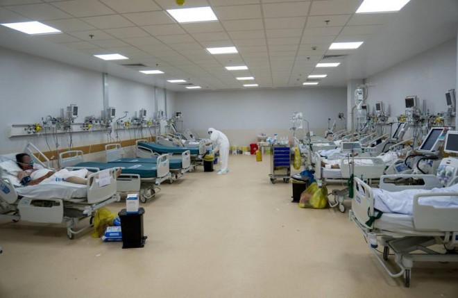 """106 bệnh nhân ở Bệnh viện hồi sức COVID-19 đã """"khỏe"""" hơn - 1"""
