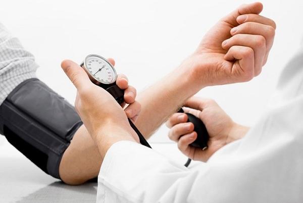 Người có sẵn vấn đề về sức khỏe cần lưu ý gì khi tiêm vắc-xin COVID-19 - 1