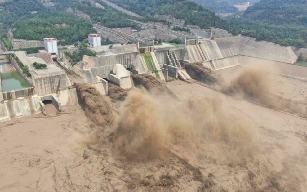 Mưa lớn nhất trong 60 năm, vỡ đập ở tỉnh Hà Nam, Trung Quốc - 1