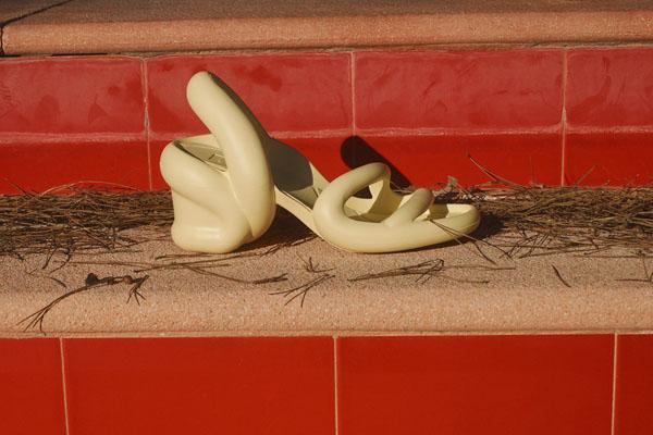 Độc đáo đôi dép được lấy cảm hứng từ rắn hổ mang - 7