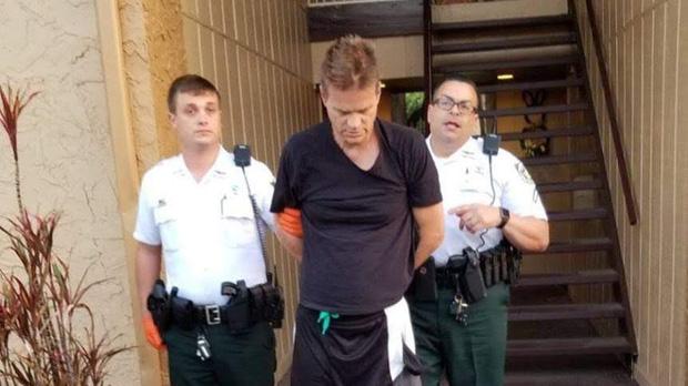 """""""Tàng hình"""" suốt 2 thập kỷ, kẻ giết người dã man tự tra tay vào còng vì lý do không ngờ"""