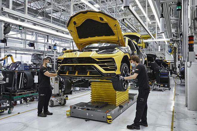 Lamborghini xuất xưởng chiếc Urus thứ 15.000 sau ba năm ra mắt - 3