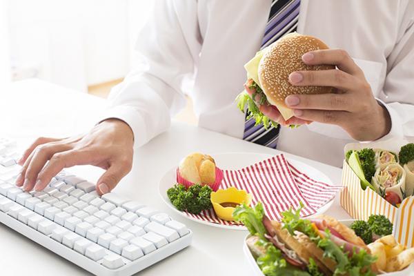 Từ bỏ ngay hôm nay những thói quen ăn uống sai lầm khiến cơ thể mệt mỏi - 8