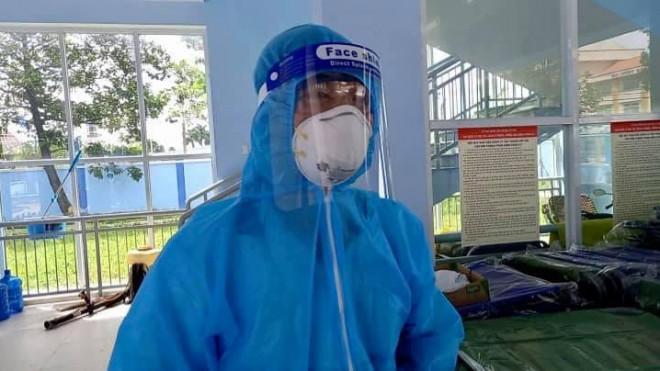 Xúc động bác sĩ quân đội nghỉ hưu xung phong chăm sóc bệnh nhân nhiễm COVID-19 - 1