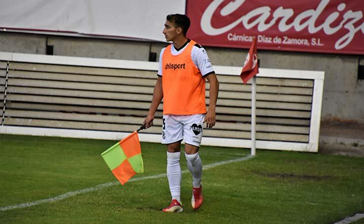 Sốc bóng đá Tây Ban Nha: Trọng tài dỗi bỏ trận đấu, cầu thủ và HLV vào bắt thay - 4