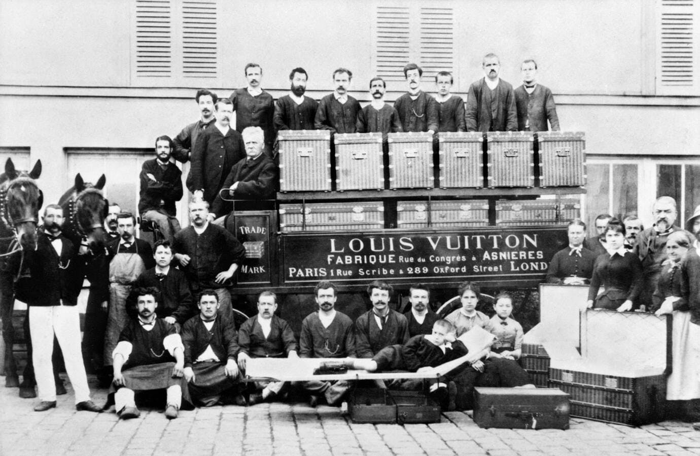 Louis Vuitton, bậc thầy thiết kế vali hành lý và monogram - 3