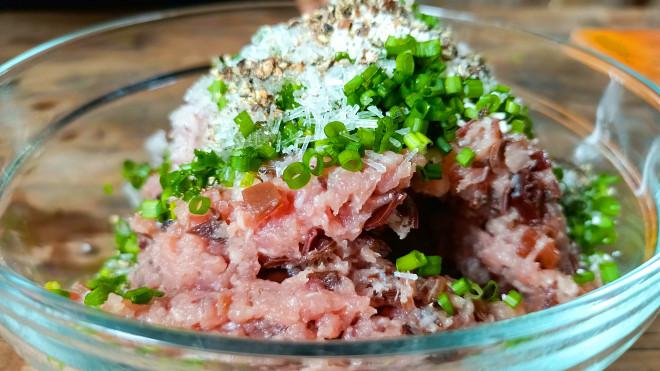 Thịt băm bọc thứ lá tưởng chỉ dùng để ăn quả này được món ăn độc lạ lại vô cùng hao cơm - 3