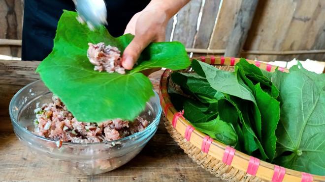 Thịt băm bọc thứ lá tưởng chỉ dùng để ăn quả này được món ăn độc lạ lại vô cùng hao cơm - 4