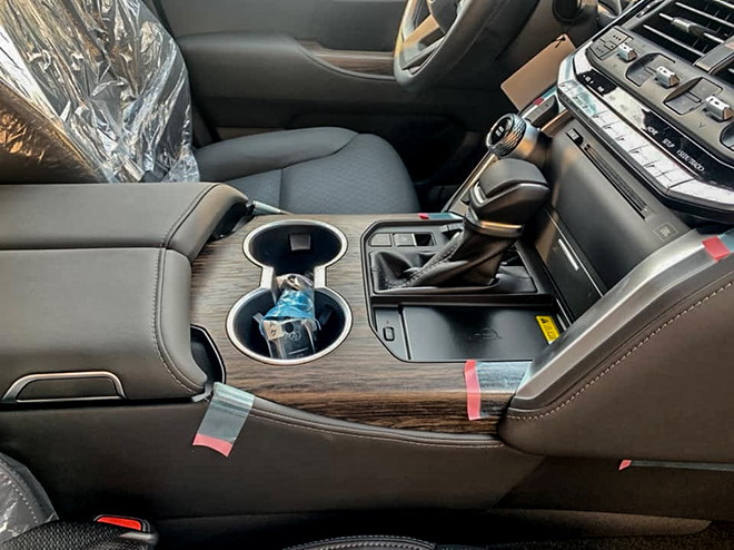 Toyota Land Cruiser thế hệ mới đầu tiên về đại lý - 9