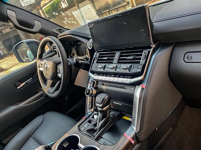 Toyota Land Cruiser thế hệ mới đầu tiên về đại lý - 8