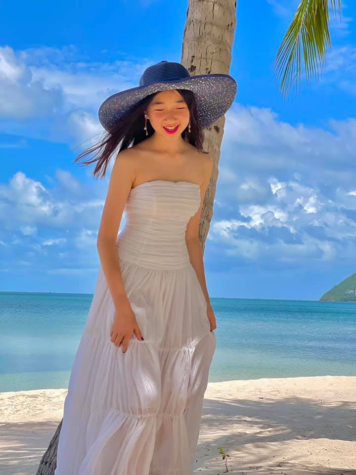 """Ái nữ nhà sao Việt """"trổ giò"""" xinh như Hoa hậu, chiều cao ấn tượng ở tuổi dậy thì - 16"""