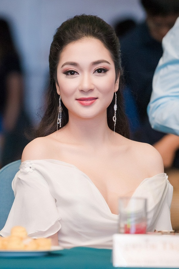 """Ái nữ nhà sao Việt """"trổ giò"""" xinh như Hoa hậu, chiều cao ấn tượng ở tuổi dậy thì - 15"""