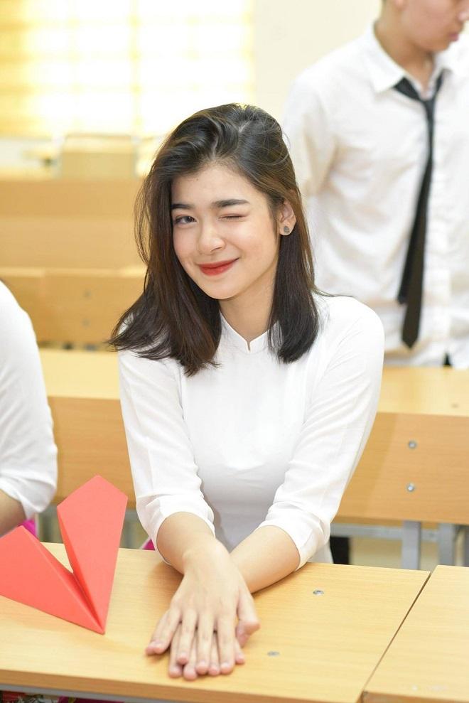 """Ái nữ nhà sao Việt """"trổ giò"""" xinh như Hoa hậu, chiều cao ấn tượng ở tuổi dậy thì - 3"""