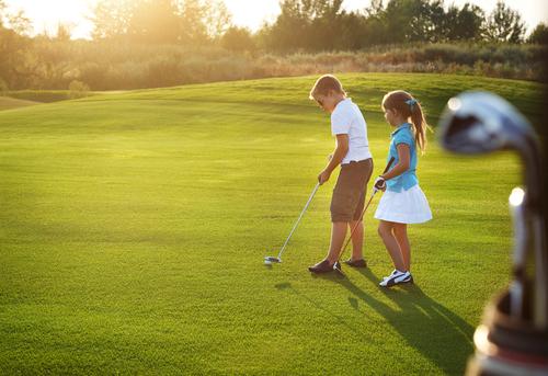 Giới nhà giàu Trung Quốc cho con học chơi golf, tập làm CEO và cư xử như quý tộc - 2
