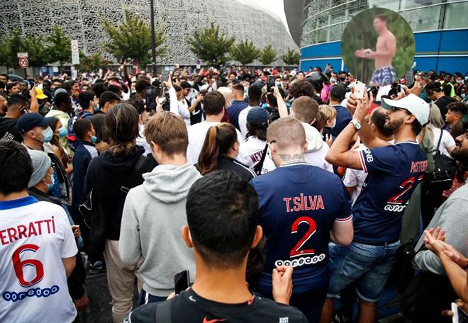 """Fan PSG phát cuồng với Messi: """"Việt vị"""" bao lần cũng được, quyết chờ siêu sao - 1"""