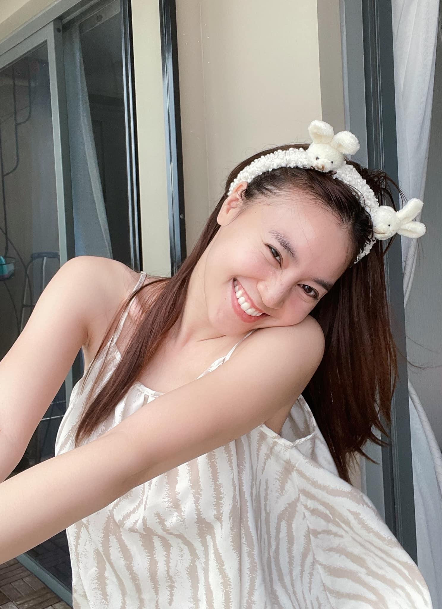 Ninh Dương Lan Ngọc diện váy ngủ lấp ló vòng 1 khiến fan thót tim - 5
