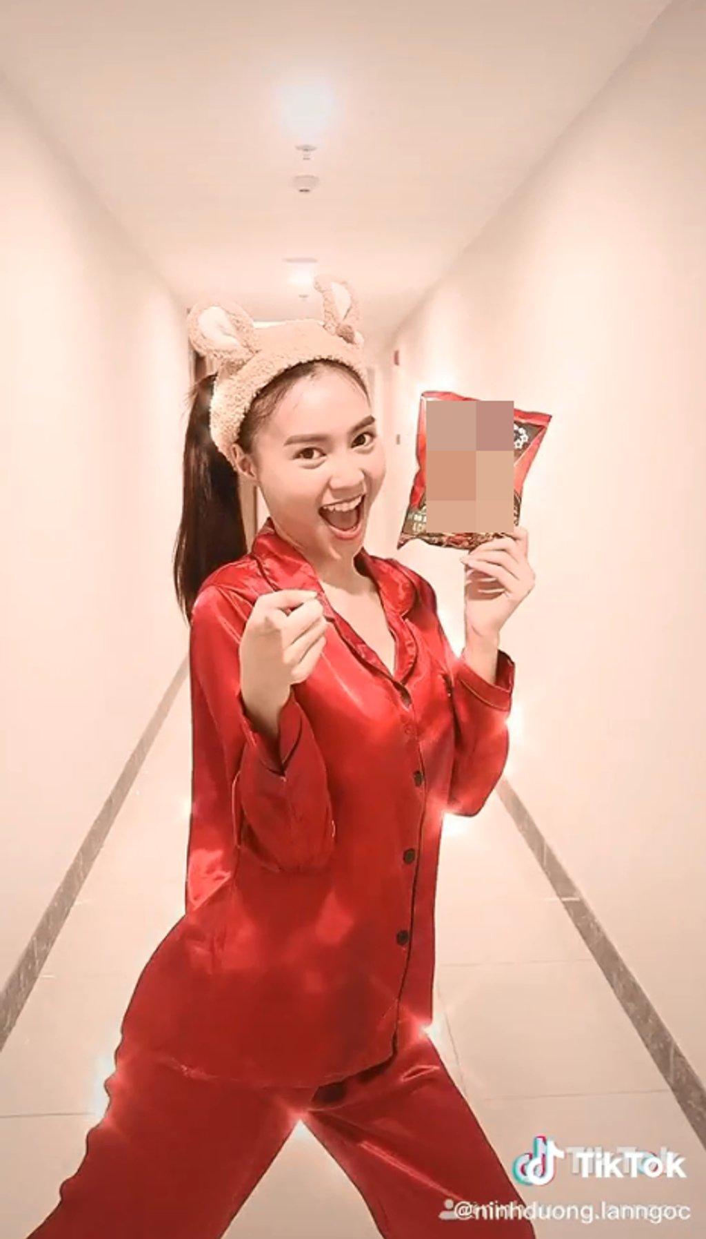 Ninh Dương Lan Ngọc diện váy ngủ lấp ló vòng 1 khiến fan thót tim - 10