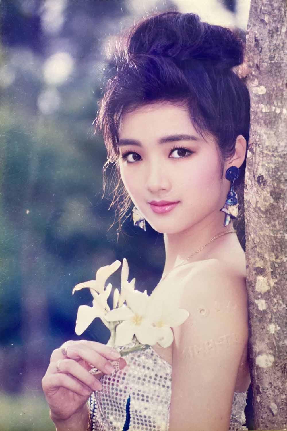 """Vẻ đẹp nghiêng thành thời trẻ khiến nhiều tỷ phú """"ngã gục"""" của hoa hậu Đền Hùng - 1"""