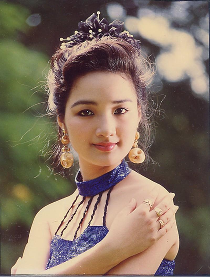 """Vẻ đẹp nghiêng thành thời trẻ khiến nhiều tỷ phú """"ngã gục"""" của hoa hậu Đền Hùng - 3"""