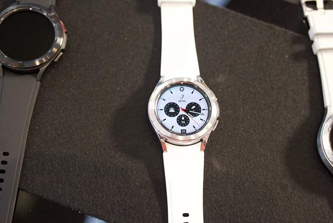 """Cận cảnh Galaxy Watch 4 Classic cao cấp: Siêu đẹp, siêu """"ngầu"""" - 4"""