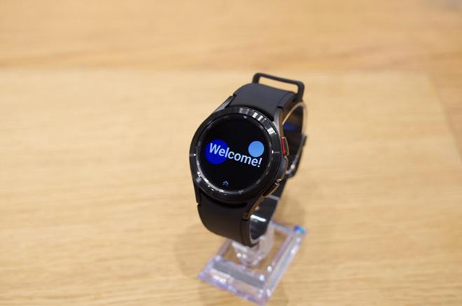 """Cận cảnh Galaxy Watch 4 Classic cao cấp: Siêu đẹp, siêu """"ngầu"""" - 6"""