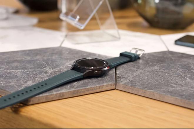 """Cận cảnh Galaxy Watch 4 Classic cao cấp: Siêu đẹp, siêu """"ngầu"""" - 5"""