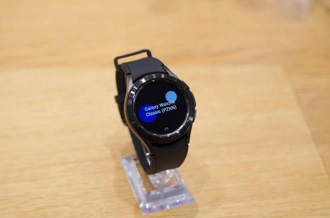 """Cận cảnh Galaxy Watch 4 Classic cao cấp: Siêu đẹp, siêu """"ngầu"""" - 3"""