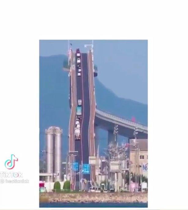 """Đằng sau cây cầu """"dựng đứng như vách núi"""" ở Nhật Bản - 1"""