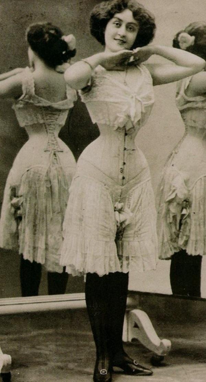 Nhìn lại sự phát triển của phong cách khoe áo bra - 4