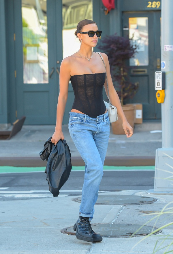 Nhìn lại sự phát triển của phong cách khoe áo bra - 9