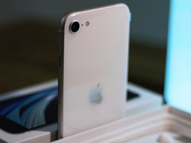 iPhone SE giá 10,49 triệu đồng: Mua ngay hay đợi? - 1