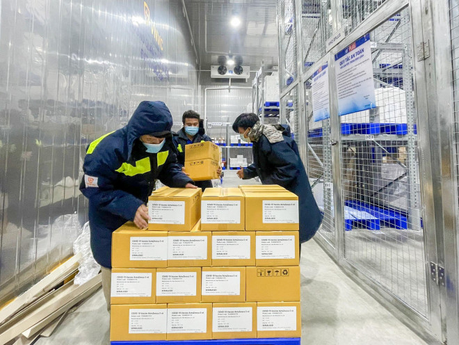 Thêm hơn 1,1 triệu liều vắc-xin AstraZeneca cho miền Nam - 1