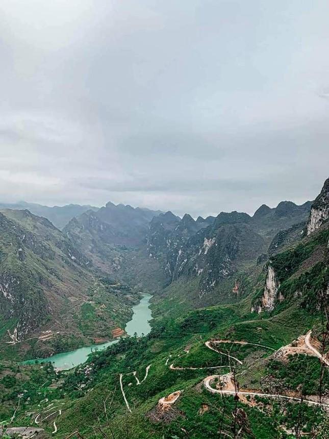 Đến Hà Giang ngắm sông Nho Quế: Cảnh đẹp như vừa đi lạc vào một thước phim điện ảnh - 4