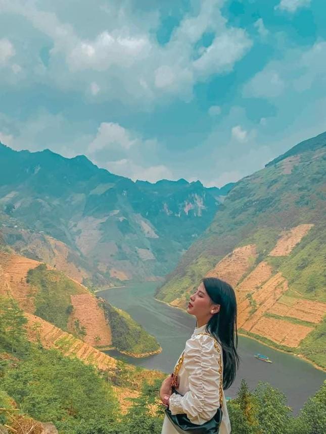 Đến Hà Giang ngắm sông Nho Quế: Cảnh đẹp như vừa đi lạc vào một thước phim điện ảnh - 3