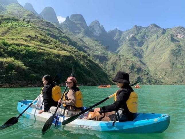 Đến Hà Giang ngắm sông Nho Quế: Cảnh đẹp như vừa đi lạc vào một thước phim điện ảnh - 6