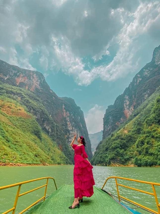 Đến Hà Giang ngắm sông Nho Quế: Cảnh đẹp như vừa đi lạc vào một thước phim điện ảnh - 2