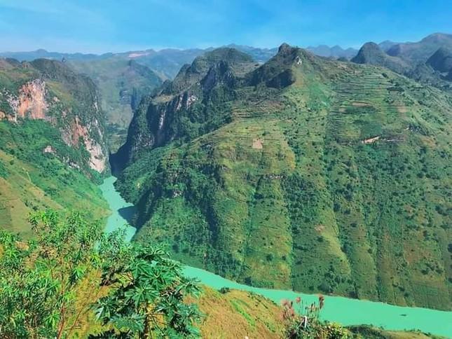 Đến Hà Giang ngắm sông Nho Quế: Cảnh đẹp như vừa đi lạc vào một thước phim điện ảnh - 1