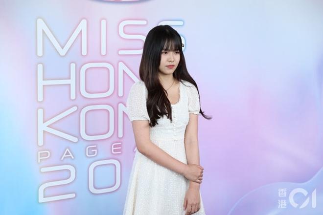Vẻ mơn mởn của thí sinh Hoa hậu 17 tuổi vướng nghi vấn hẹn hò Châu Tinh Trì - 10