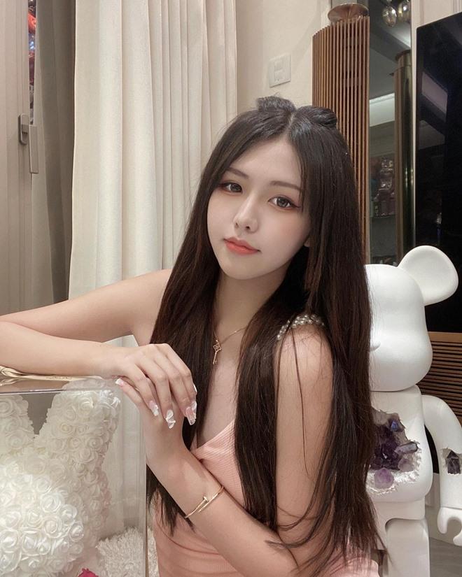 Vẻ mơn mởn của thí sinh Hoa hậu 17 tuổi vướng nghi vấn hẹn hò Châu Tinh Trì - 9