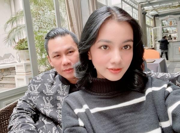 """Tình trẻ kém 27 tuổi nói gì khi bị ông chủ phòng trà """"giàu nhất Sài thành"""" hủy theo dõi?"""