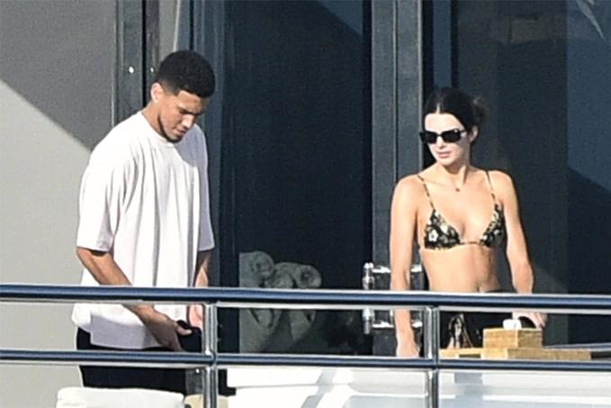Kendal Jenner khoe dáng với áo bơi dây trên du thuyền - 8