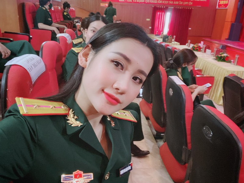 Nữ quân nhân Hà Tĩnh đẹp như hoa hậu thích ăn vận quyến rũ nhưng tuyệt đối không phản cảm - 1