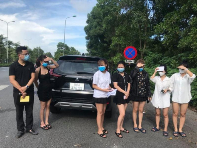 Bí ẩn chiếc ô tô chở 6 cô gái dùng 6 tờ giấy đi đường giả - 1