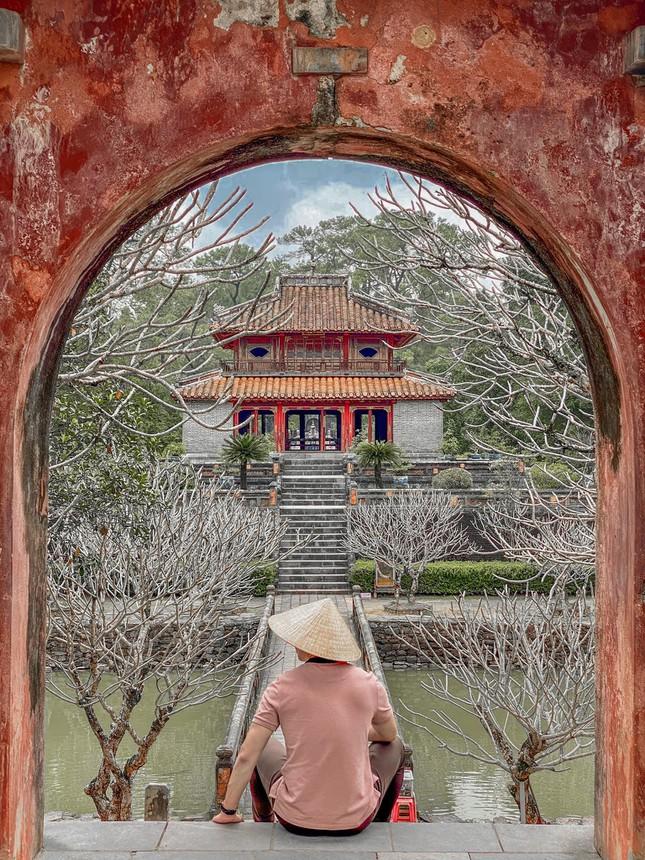 """Lăng Minh Mạng: """"Lạc trôi"""" vào không gian của những đền đài uy nghi mang nét đẹp thời gian - 1"""