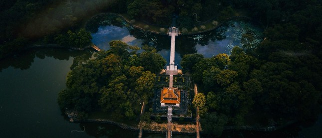 """Lăng Minh Mạng: """"Lạc trôi"""" vào không gian của những đền đài uy nghi mang nét đẹp thời gian - 2"""