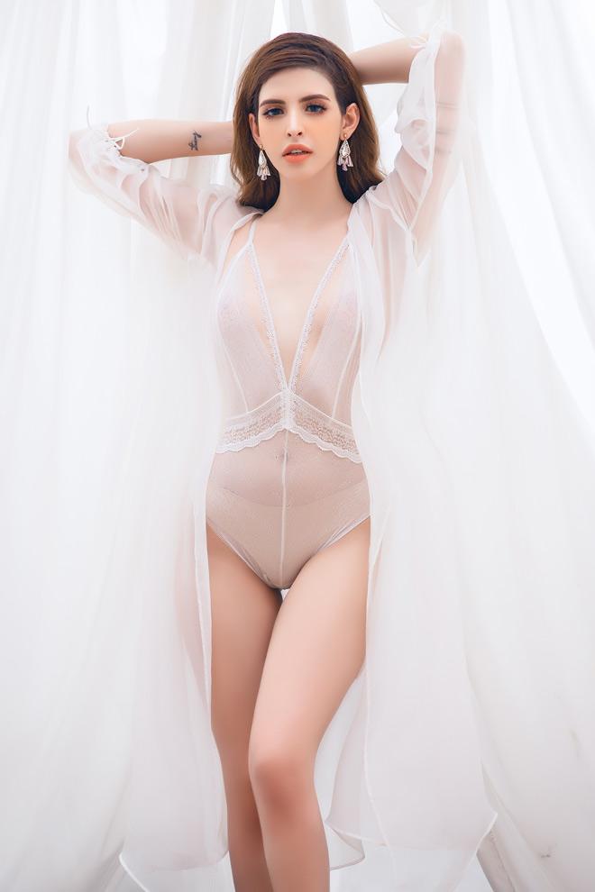 Andrea (An Tây) vén bức rèm hậu trường chụp áo bơi xuyên thấu, tạp dề không nội y... - 1