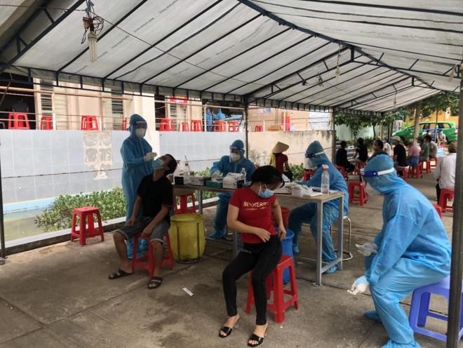 Bình Dương tính phương án cho người dân đã tiêm vắc-xin được ra đường - 1