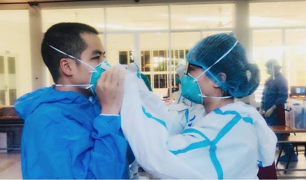 Những cặp đôi hợp sức đồng lòng xung phong vào tuyến đầu chống dịch - 1